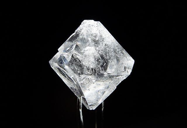 Alumiiniumkaaliumsulfaati_monokristall