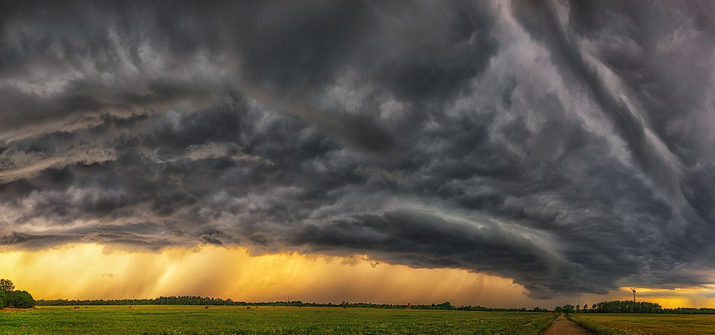 1024px-Riiulpilv_-_Shelf_cloud_(2)_copy