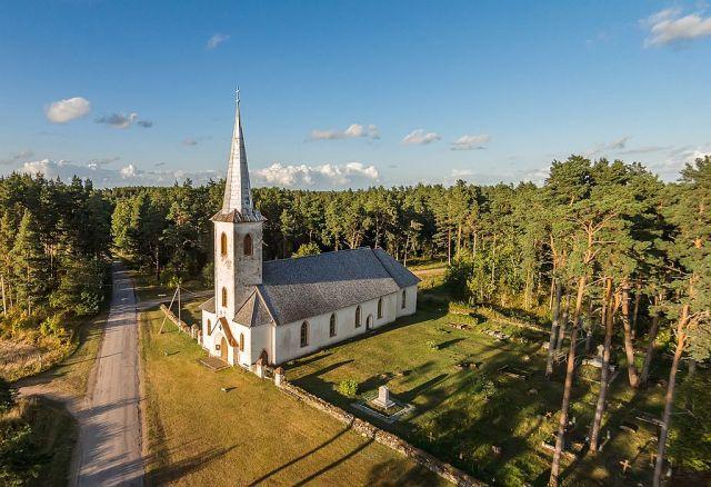 Varbla_kirik_-_Varbla_church_(3)